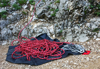 Climbing rope and set of quickdraws for belaying
