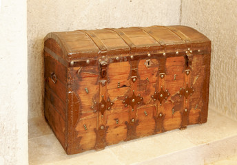 wooden cargo treasure chest