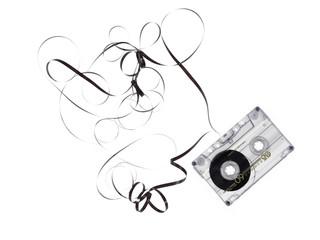cassetta musicale su fondo bianco