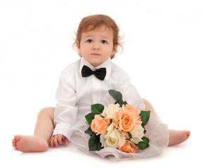 Bimbo elegante con bouquet di fiori