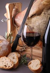 verre de vin et jambon serrano