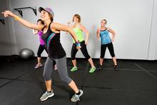 Klasa Zumba dla kobiet na siłowni