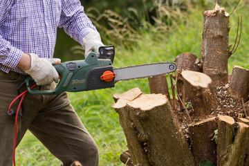 Gartenarbeit Baumfäller