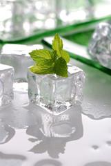 cubetti ghiaccio e menta - tre