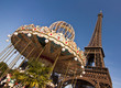 La tour Eiffel et un carrousel - Paris
