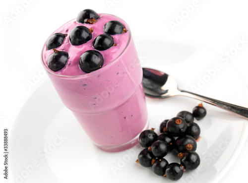 Blackcurrant yoghurt