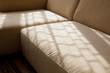 窓辺のソファー