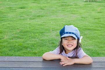 帽子をかぶった女の子