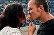 couple partageant un chouros