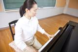 Fototapety ピアノを弾く女性教師