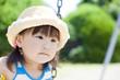 公園で遊ぶ女の子のアップ