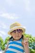 青空と麦わら帽子の女の子