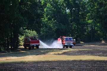 un feu de chaume en campagne