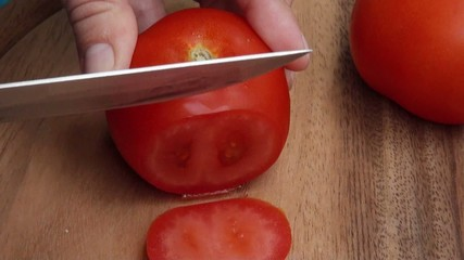 slices tomatoes