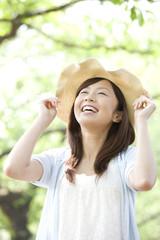 帽子を被っている女性