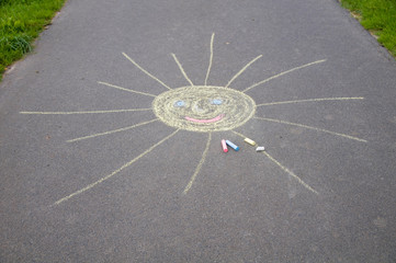 Sonne mit Straßenmalkreide gemalt