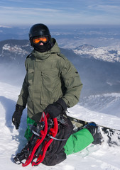 The snowboarder-freerider with the snowshoes
