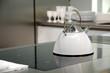 Индукционная плита отличается от других плит варочной панелью - она абсолютно плоская, без возвышений или подставок...