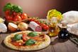 Salami Pizza auf dem Tisch