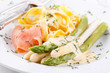 Spargel mit Pasta und Lachs