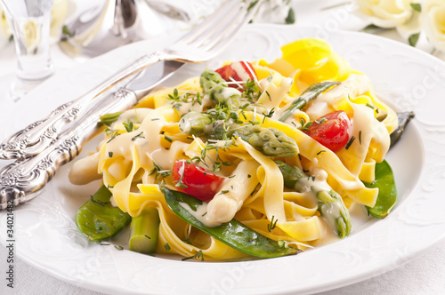 Paglia e Fieno mit Gemüse - 34021482