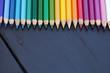 Kolorowe kredki. Akcesoria szkolne.