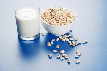 Popped wheat seeds and glass of milk