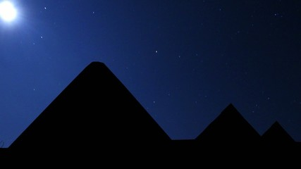 Pyramides_under_the_stars