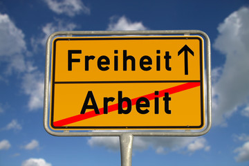 Deutsches Ortsschild Arbeit Freiheit