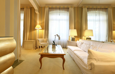 salotto di una suite di albergo di lusso