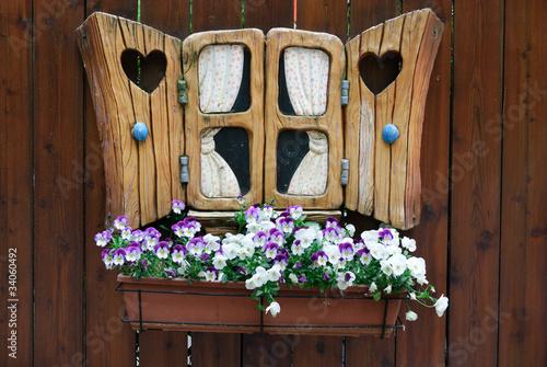 piccola finestra finta in legno immagini e fotografie