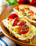 Crostinis with tomatoes and cheese