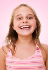 glücklich lachendes Mädchen