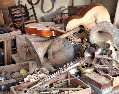 Le cauchemar du facteur d'instruments de musique (2)