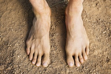 Low section view of a barefooted man