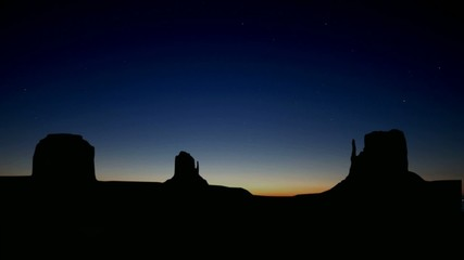 Monument_valley_starry_sunrise