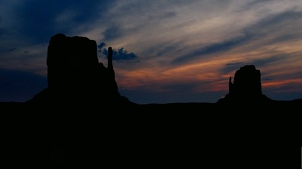 Monument_valley_sunset_clouds_2