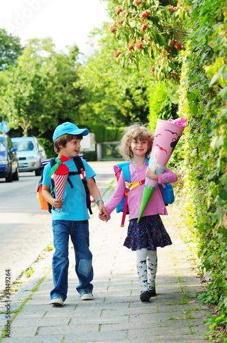 Auf dem Weg zur Schule - 34149264