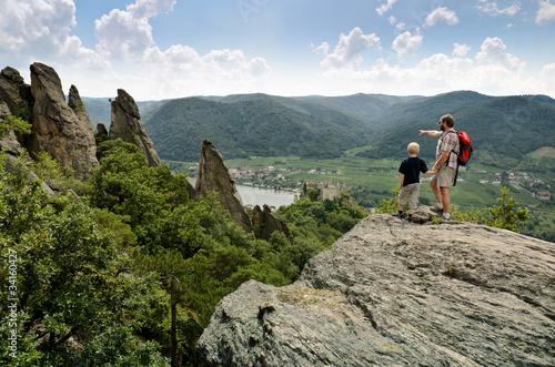 Wanderfamilie in der Wachau