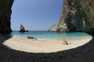 spiaggia nella grotta a zakynthos