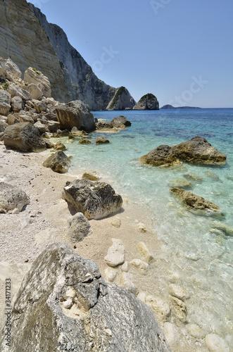 spiaggia di sassi a zakynthos