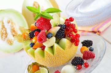 Dekorativer, bunter Früchtebecher