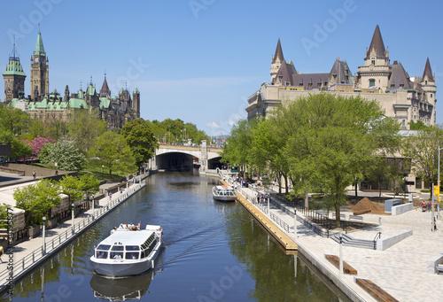 Leinwanddruck Bild Rideau Canal, Parliament of Canada and Chateau laurier, Ottawa