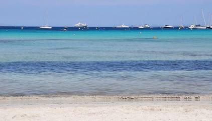 bateaux à l'horizon