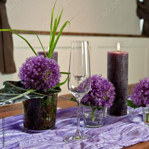 Sektglas mit lila Kerze