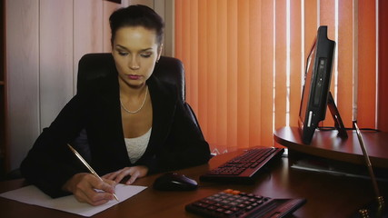 HD1080p25 Attractive woman working in office
