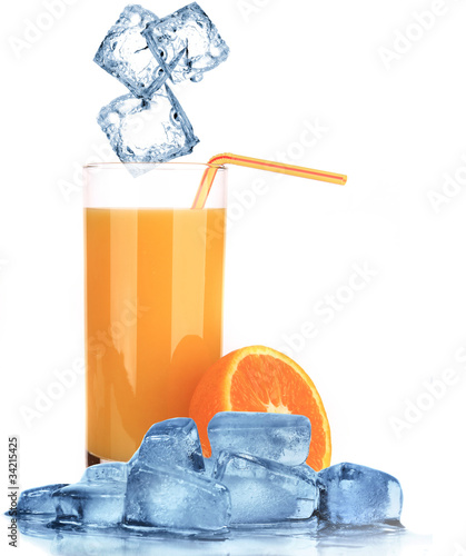 sok-pomaranczowy-z-kostkami-lodu