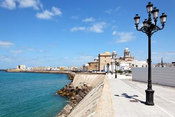 Die Strandpromenade von Cadiz, Spanien