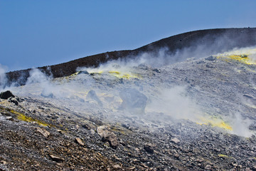 Fumarole di Zolfo sulla cima vulcano