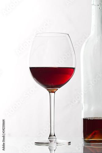 rotwein glas flasche von derl lizenzfreies foto 34238664. Black Bedroom Furniture Sets. Home Design Ideas